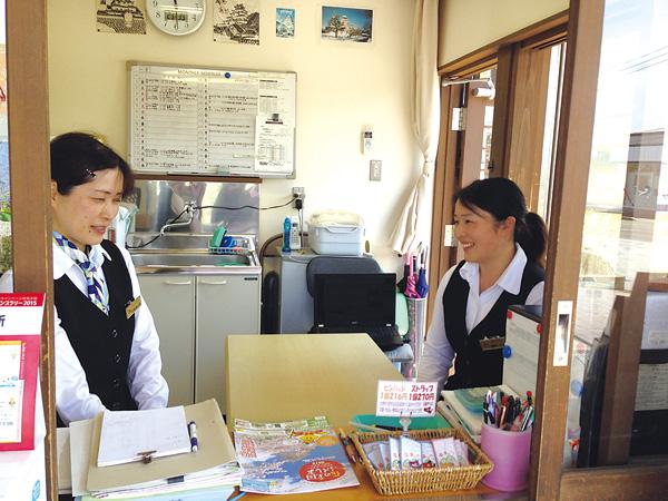観光案内所の看板嬢 佐瀬さん、増井さん