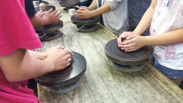 修学旅行生の陶芸教室