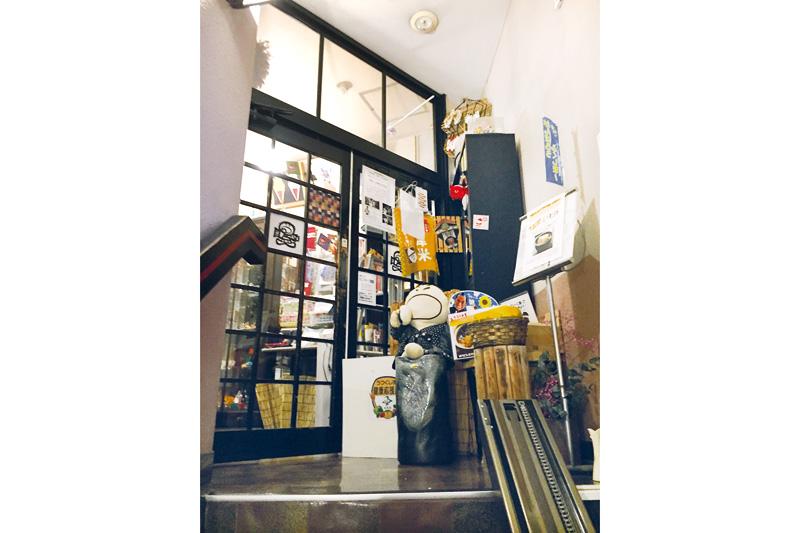 アットホームな 雰囲気の店内入口