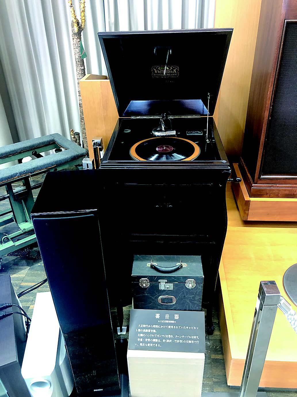 ▲大正~昭和にかけて 使われたキャビネット型 高級蓄音機