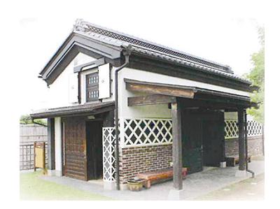 ▲旧米沢藩の米蔵を復原
